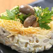 Салат Вкусняшка філе курки,печериці,яйце,сир,майонез (150г)