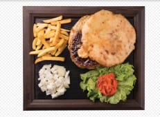 Cheeseburger s pomfritom