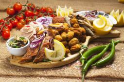Platou cu delicatese și produse pescărești pentru doua/trei persoane