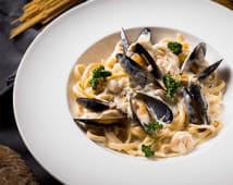 Паста з морепродуктами у вершковому соусі (330г)