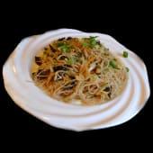 Spaghette de orez cu ou si ceapa