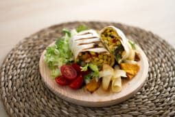 Wraps pollo Thai, chiles e hierbabuena