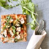 Pizza de Salmão e Legumes da Época (1 pessoa)