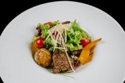 Salată de vită şi legume grill
