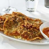 Tortillitas de camarones con su romesco
