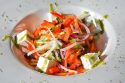 Правильно нарізаний овочевий салат (230г)