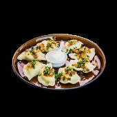 Zestaw Pierogi ruskie z okrasą z cebuli i śmietaną