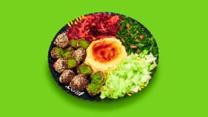 Falafel cu hummus și salate in lipie