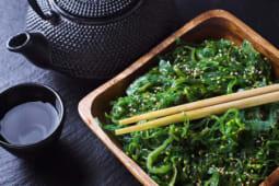 Insalata di alghe verdi giapponesi