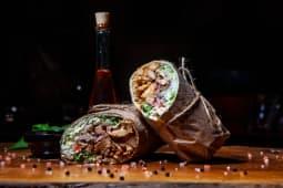 Gyros Burrito cu pastrama de pui