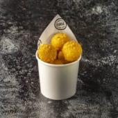 Bolitas de maíz dulce y queso