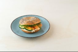Norvegese: philadelphia, salmone affumicato, avocado