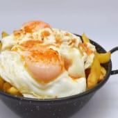Huevos De Campo Con Papas Y Ajos Fritos