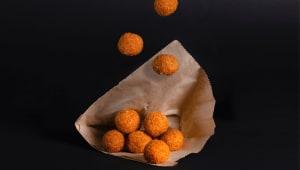 Фалафельні кульки з часнковим соусі