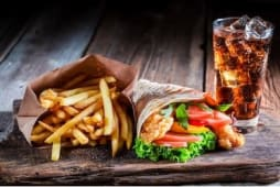 Sandwich kebab  + frites + boisson