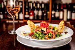 Salată vegetariană cu năut