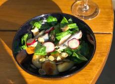 Салат з молодою картоплею