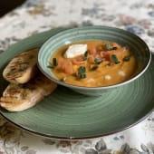Крем-суп із гарбуза з копченим лососем і сиром Буко (350г)