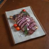 Biftek taljata u maslinovom ulju sa grilovanim povrćem
