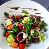 Салат з лососем і спаржевою квасолею (250г)
