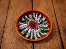 Малосольна тюлька з червоною цибулею (80/20г)