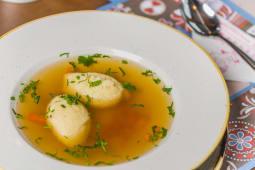 Zupa de rata cu galuște de gris