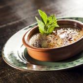 Crème brûlée de coco con albahaca y citronela