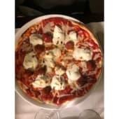 Pizza de burratina y trufa negra