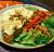 ომლეტი ბეკონით ტოსტზე სეზონური სალათით
