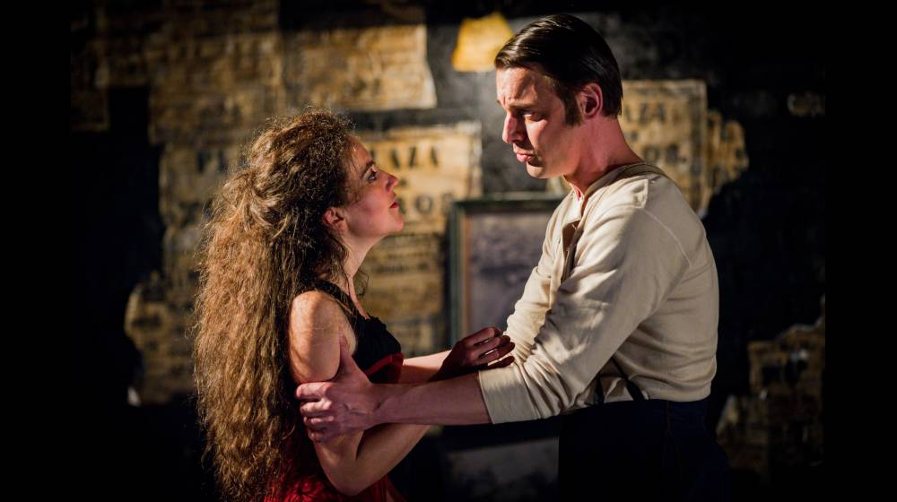 Carmen, Glyndebourne Festival 2015. Carmen (Stéphanie d'Oustrac) and Don José (Pavel Cernoch).