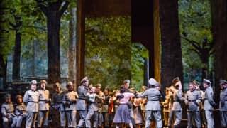 Poliuto, Glyndebourne Festival 2015. Glyndebourne Chorus.