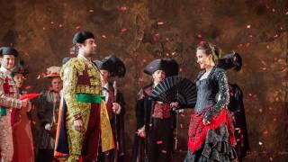 Carmen, Glyndebourne Festival 2015. Escamillo (David Soar) and Carmen (Stéphanie d'Oustrac).