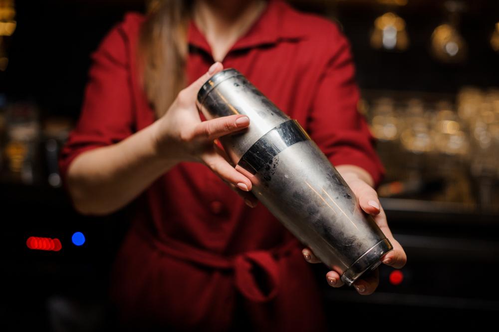 L1 / Bar Service: Shaking
