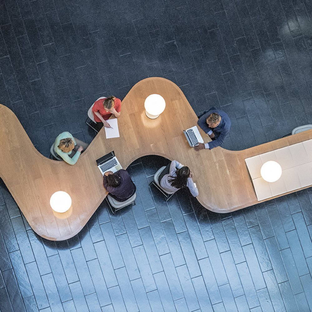 How to Manage Hot Desking