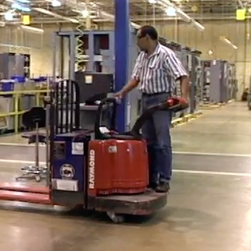 Operating Electric Pallet Jacks Safely, concise version, Spanish image