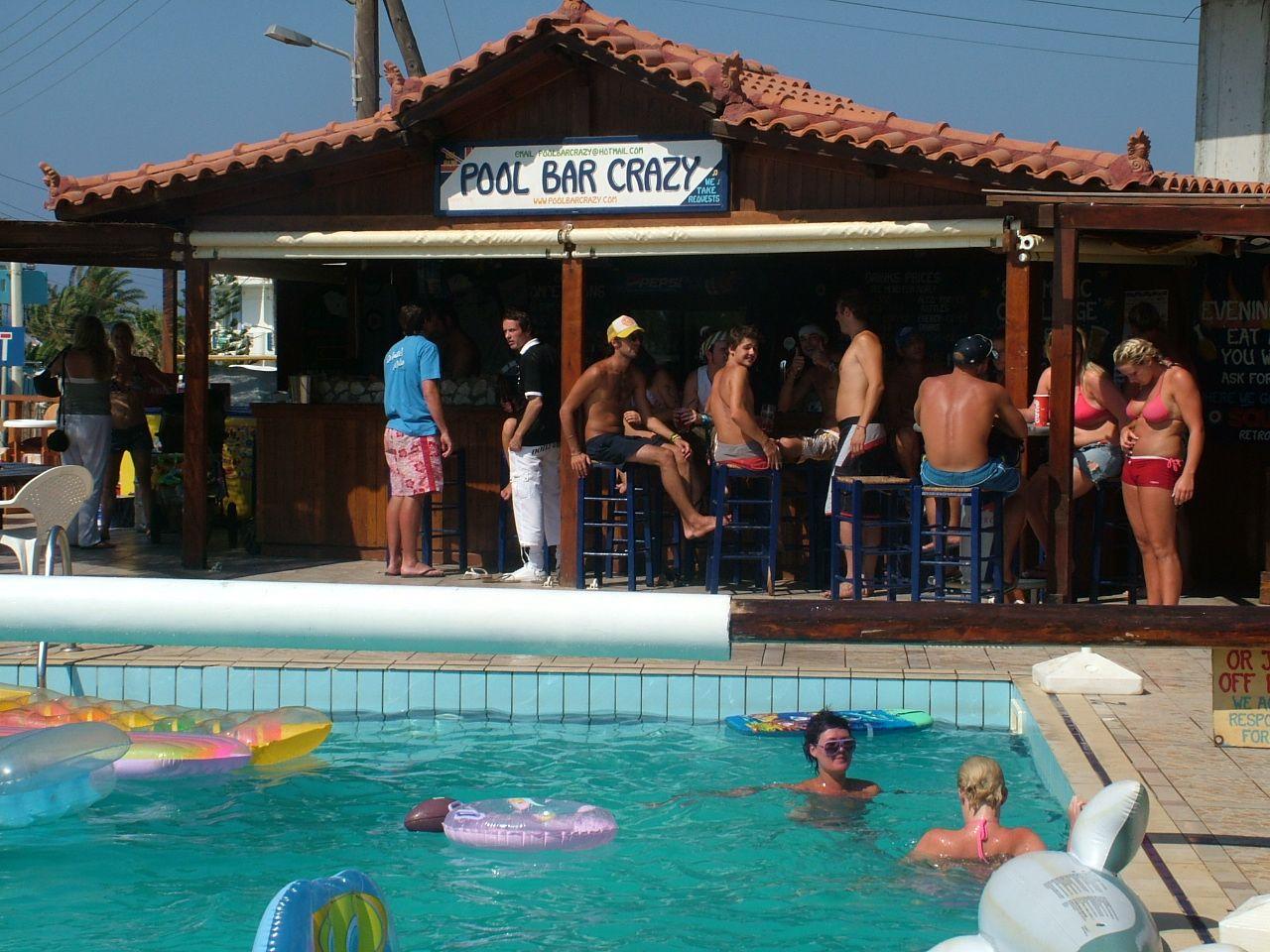 Pool Bar Crazy,