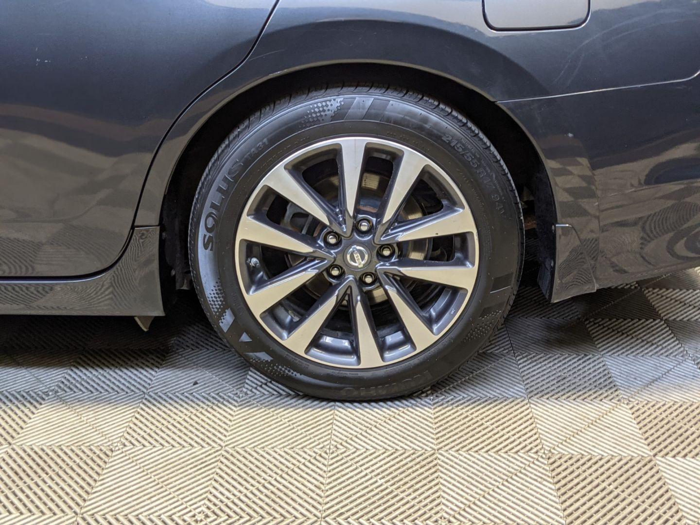 2017 Nissan Altima 2.5 SV for sale in Calgary, Alberta