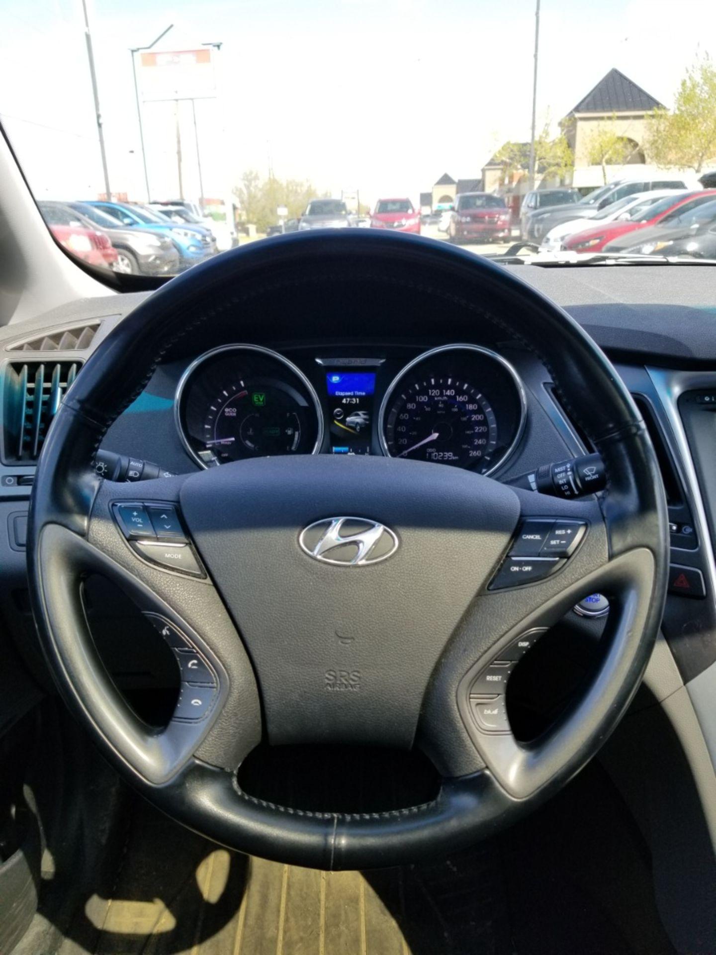 2013 Hyundai Sonata Hybrid Limited w/Technology Pkg for sale in Edmonton, Alberta