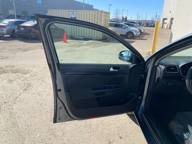 2011 Volkswagen Golf Wagon Trendline for sale in Edmonton, Alberta