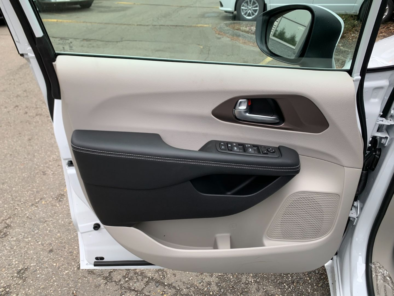 2021 Chrysler Grand Caravan SE for sale in Surrey, British Columbia