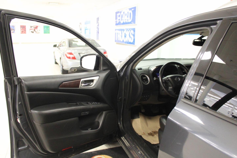 2014 Nissan Pathfinder Platinum for sale in Edmonton, Alberta