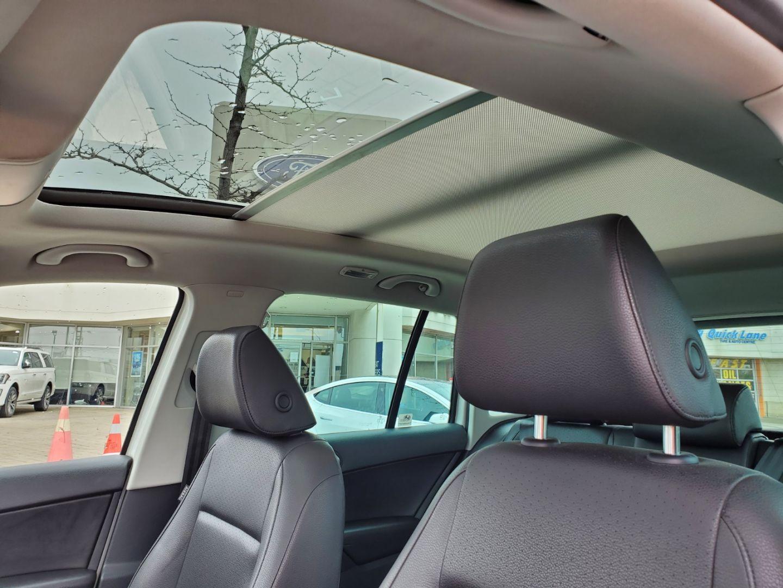 2013 Volkswagen Tiguan SE w/Sunroof & Nav for sale in Mississauga, Ontario