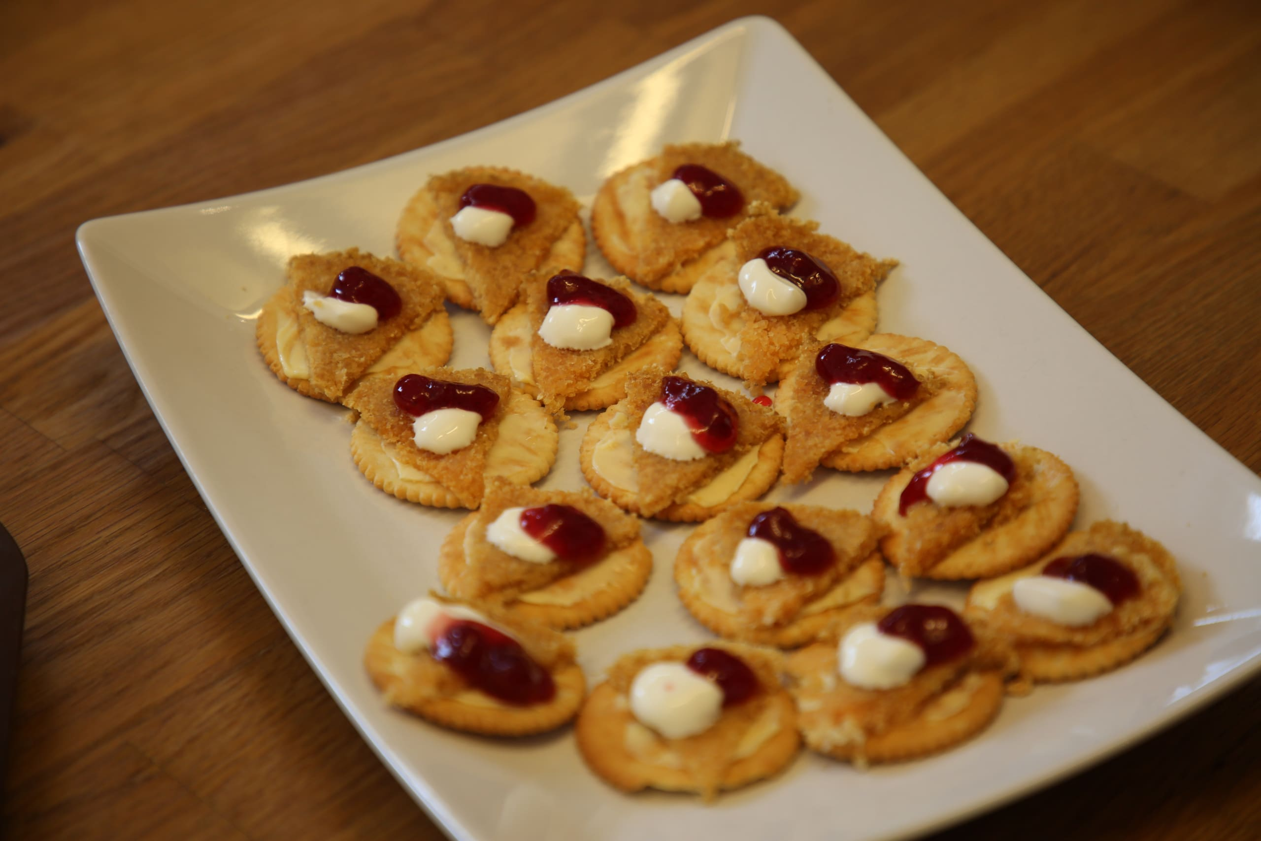 A plate of crackers with locally produced gamalost topped with jam in Vik in Sogn.