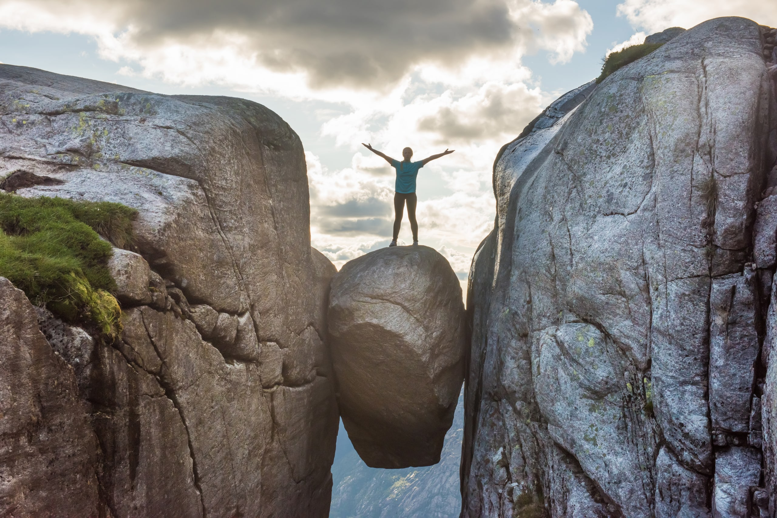 Tourist standing on the Kjerag Boulder