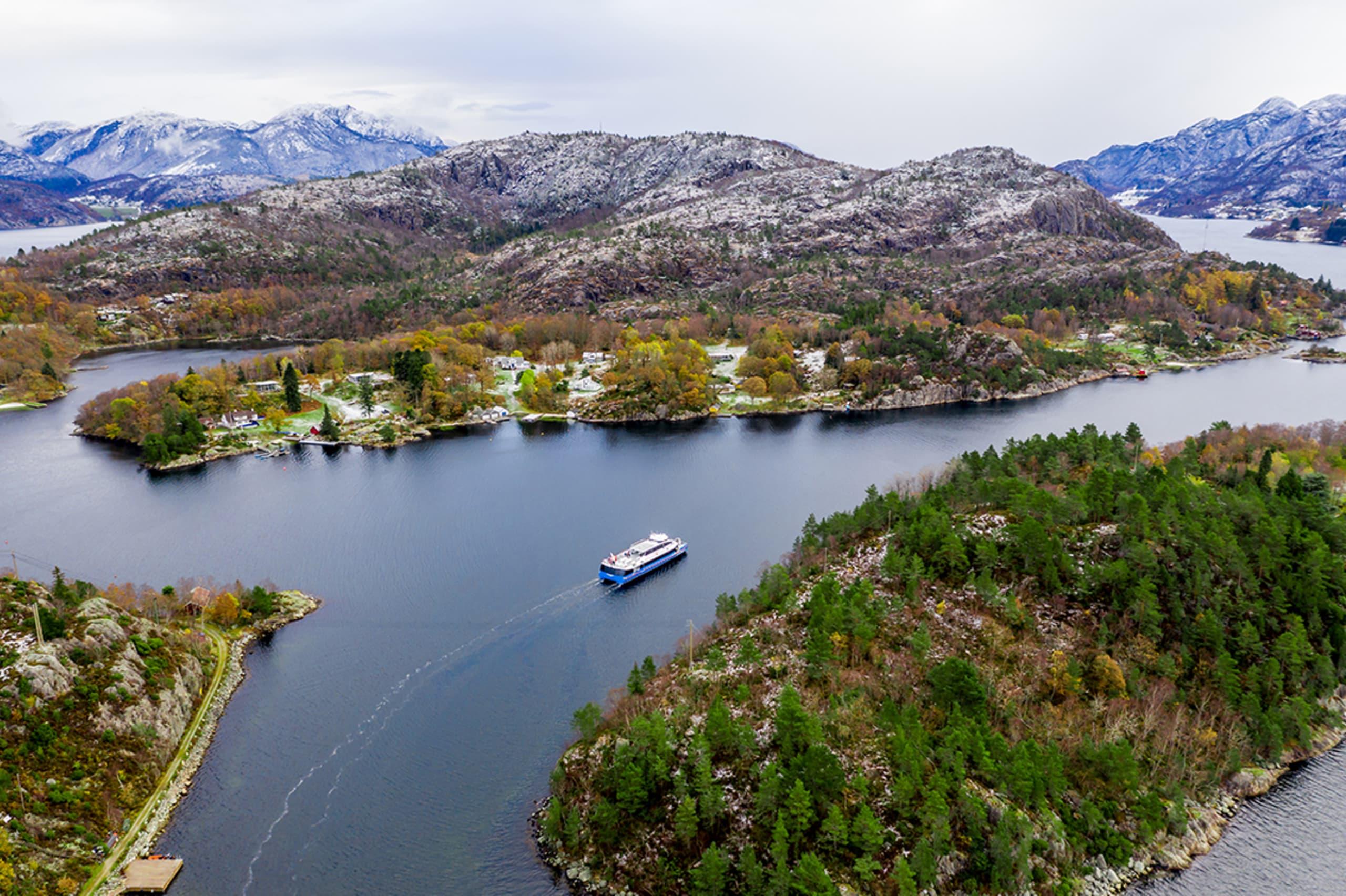 Rygerelektra sailing on the Lysefjord