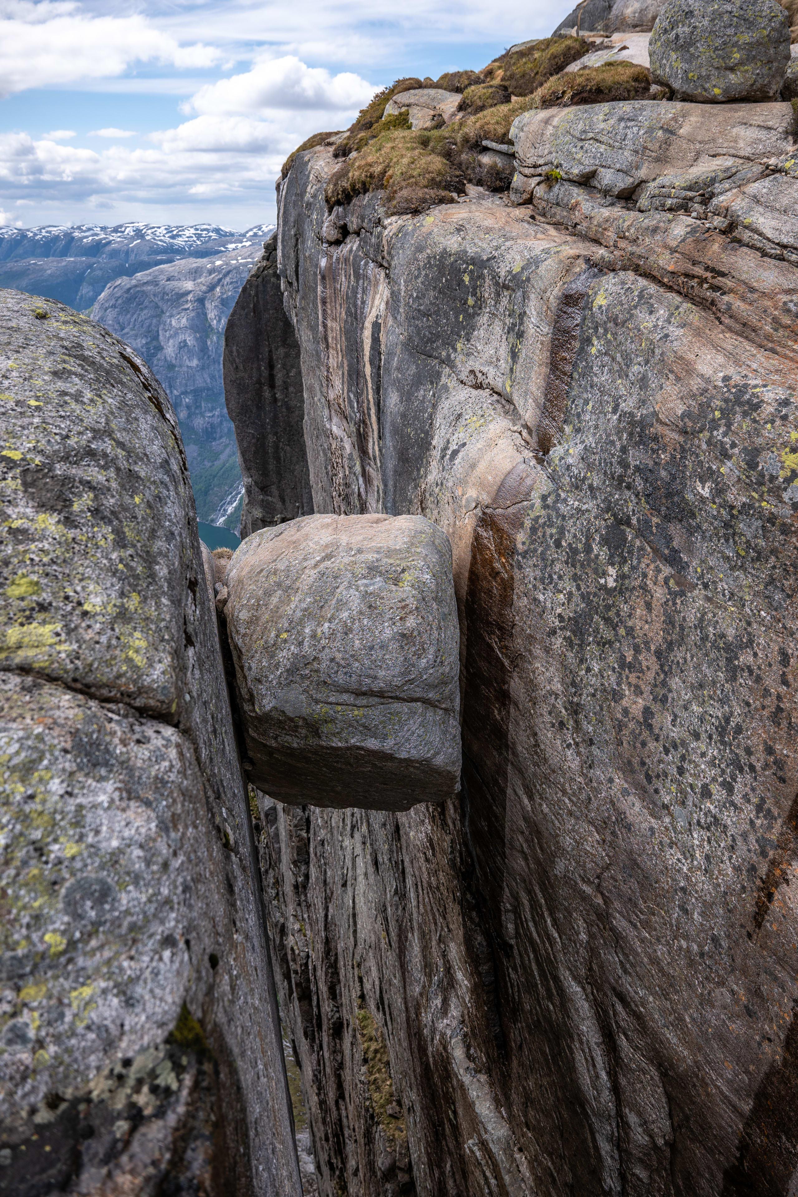 The Kjerag boulder stuck between the 2 rock faces