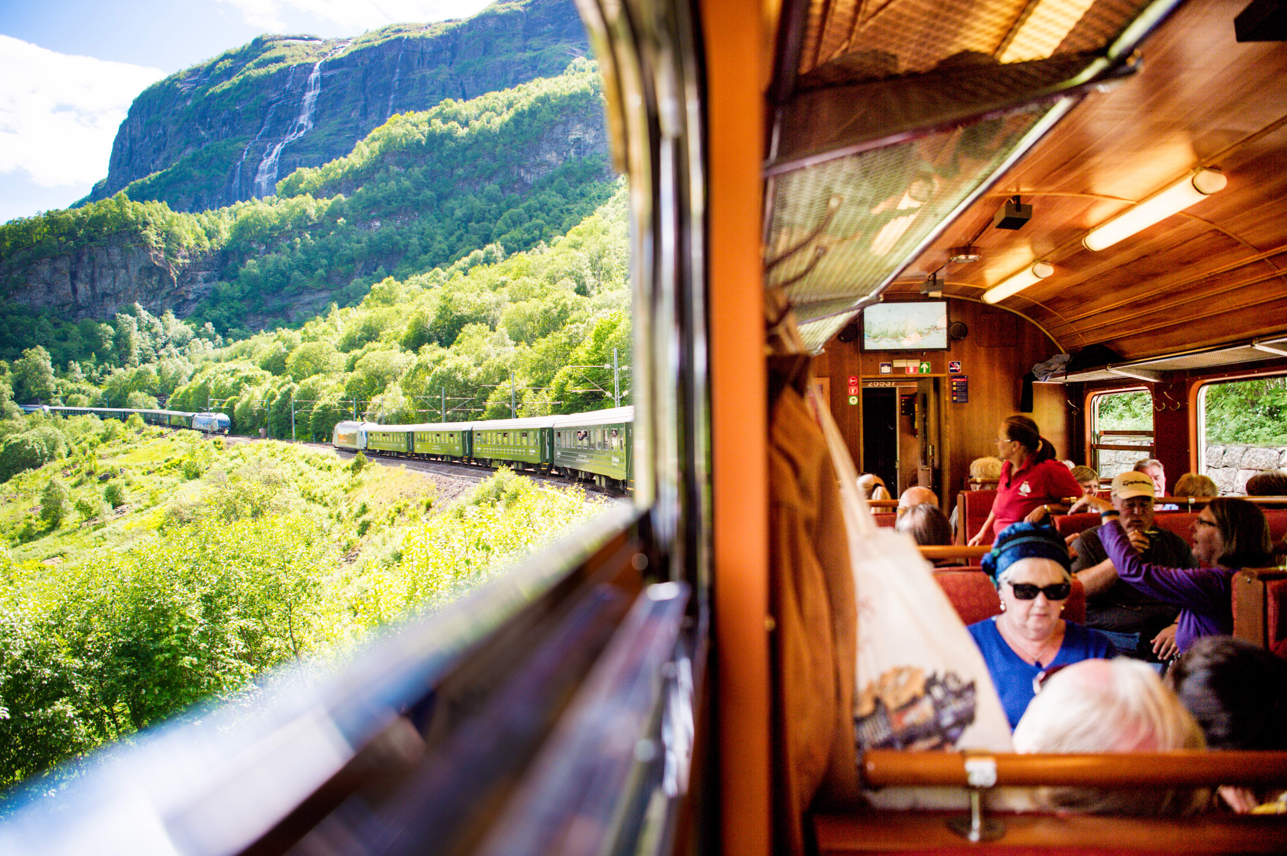 View inside and outside on Flåmsbana train