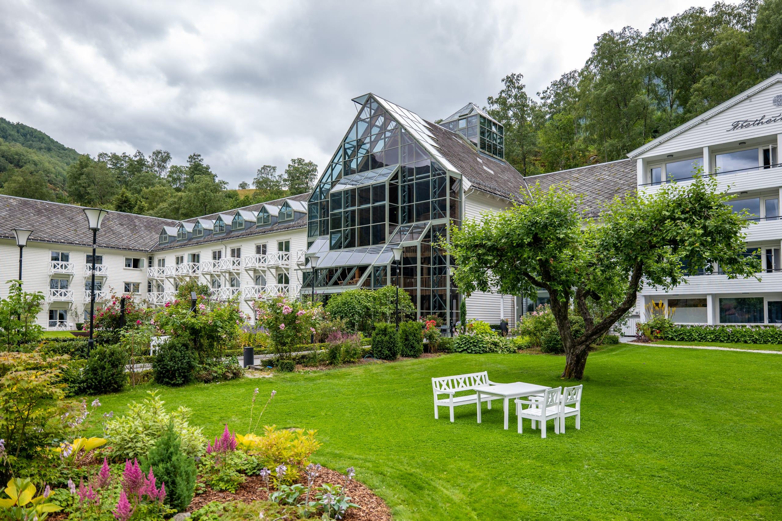 Fretheim hotel garden in Flåm