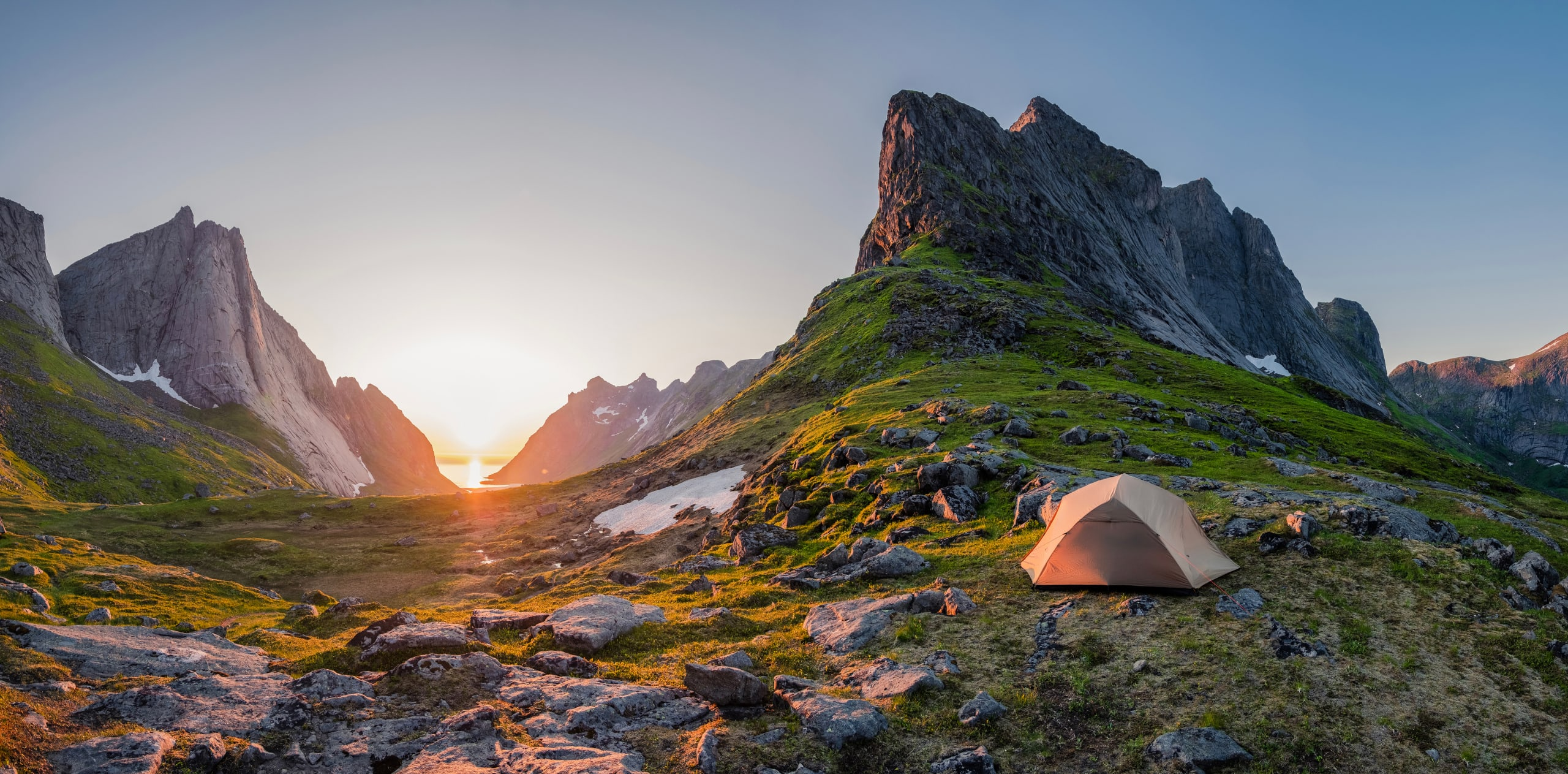 Midnight sun and camping in Lofoten