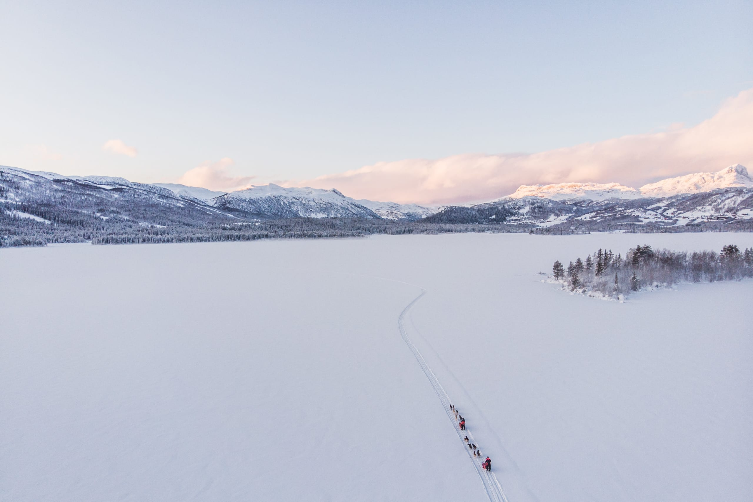 Panorama view of dog sledding at Beitostølen